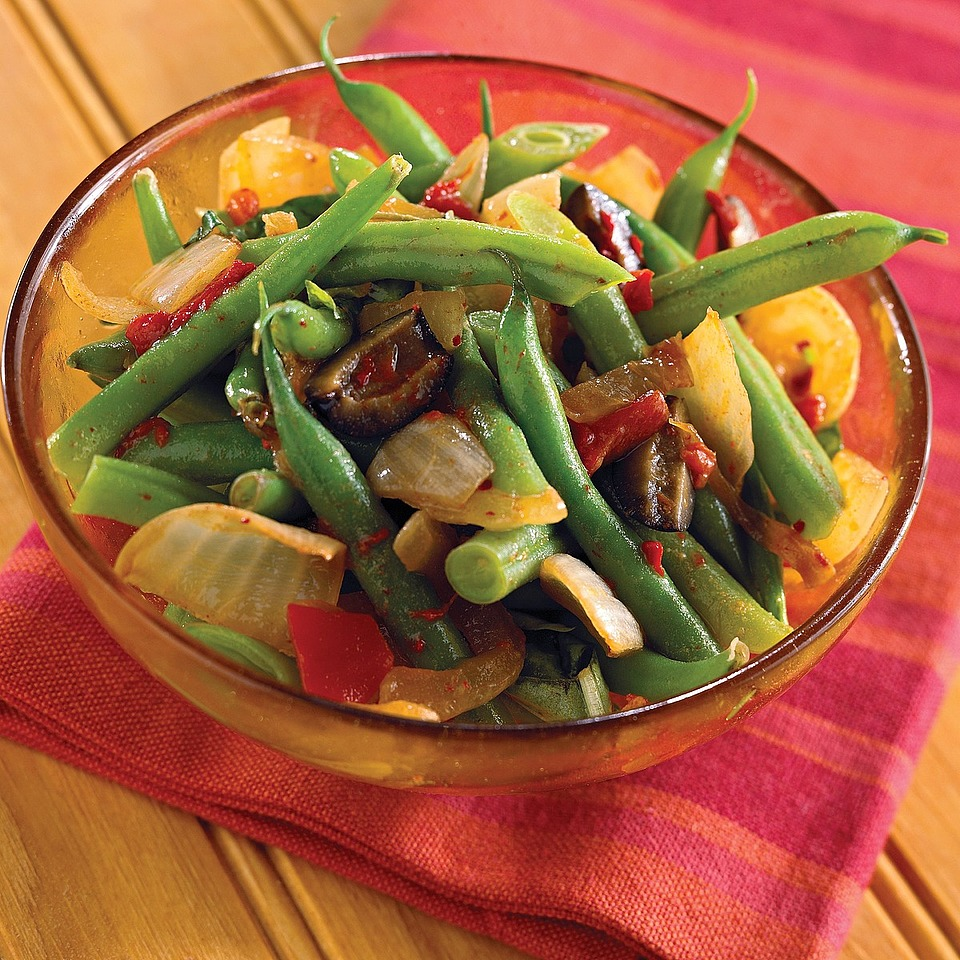 No more boring beans! In this recipe, the familiar green bean takes on an exciting new flavor. Onions, sugar, and balsamic vinegar coat the beans in a sweet, but tangy sauce.