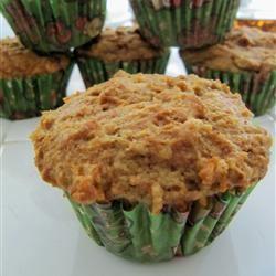 Whole Wheat Carrot-Raisin Muffins tantuc