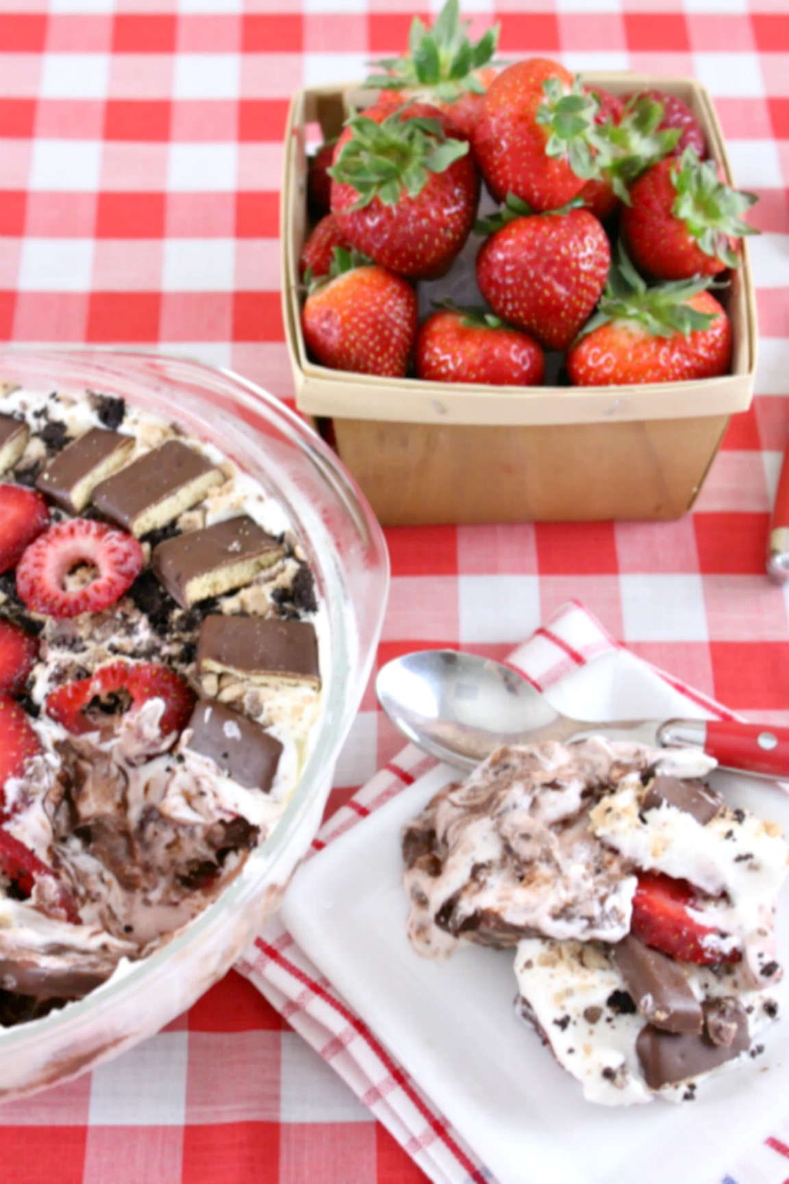 Keep that whipped topping and pudding mix handy to layer in this Instagram-worthy chocolate-covered strawberry-inspired icebox cake. Clouds of fluffy cream cheese whipped cream meet decadent chocolate pudding, fresh berries, and chocolate-coated graham crackers in this easy no-bakesummer cake.