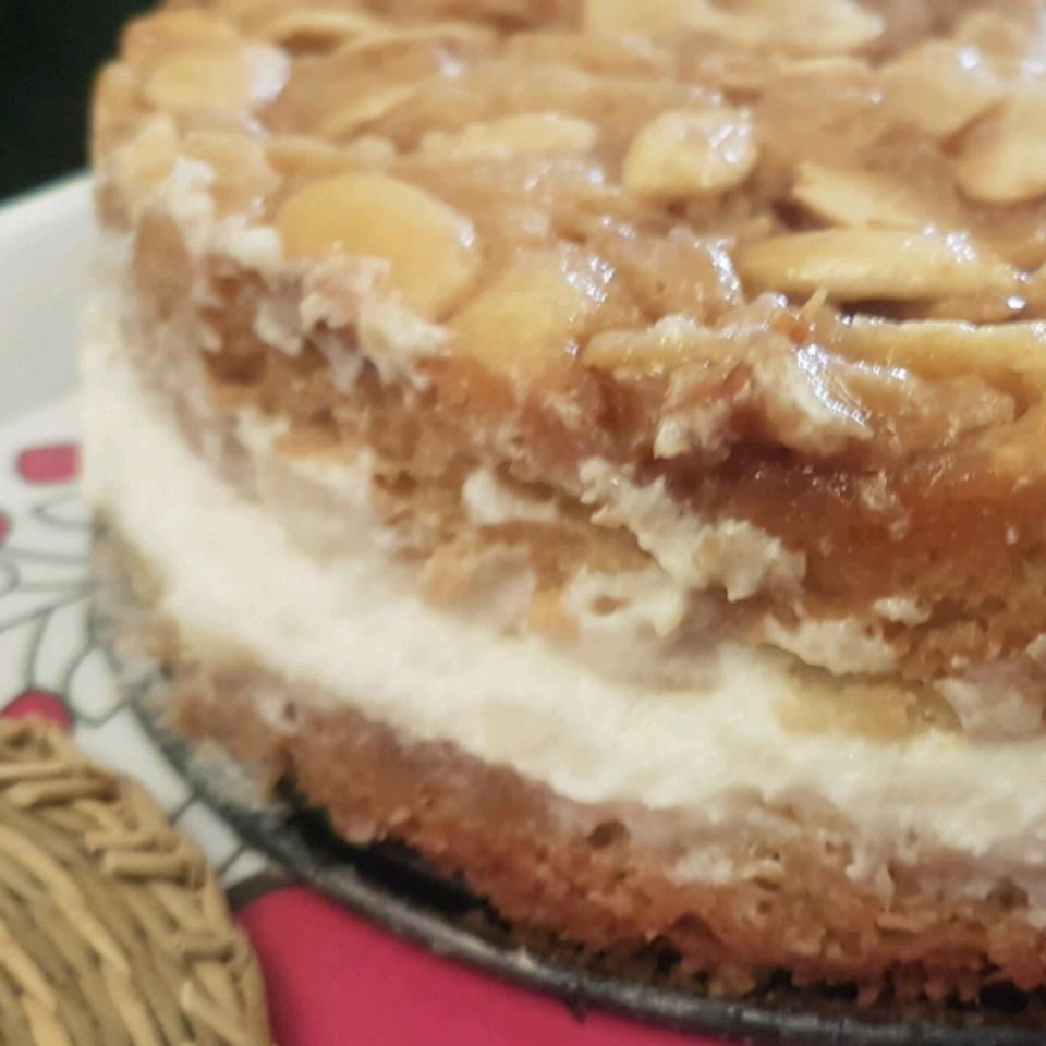 Bee Sting Cake (Bienenstich) II Kanoparty Planner