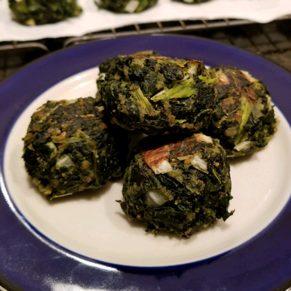 Delicious Herbed Spinach and Kale Balls lkauf77