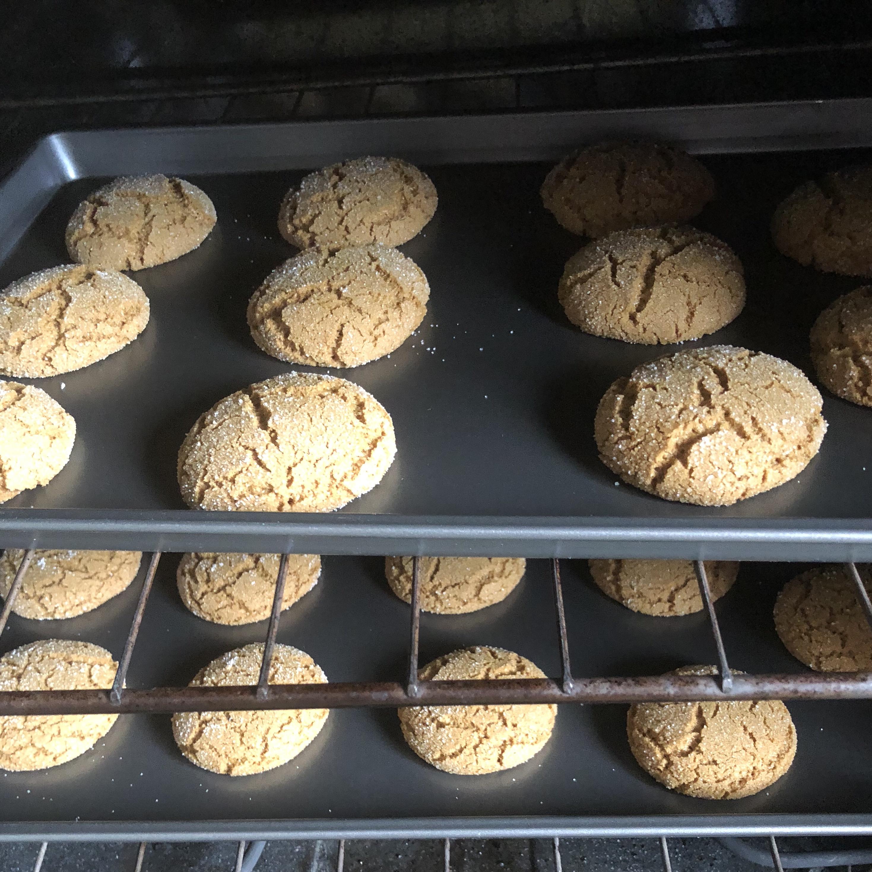 Crackle Top Molasses Cookies louann