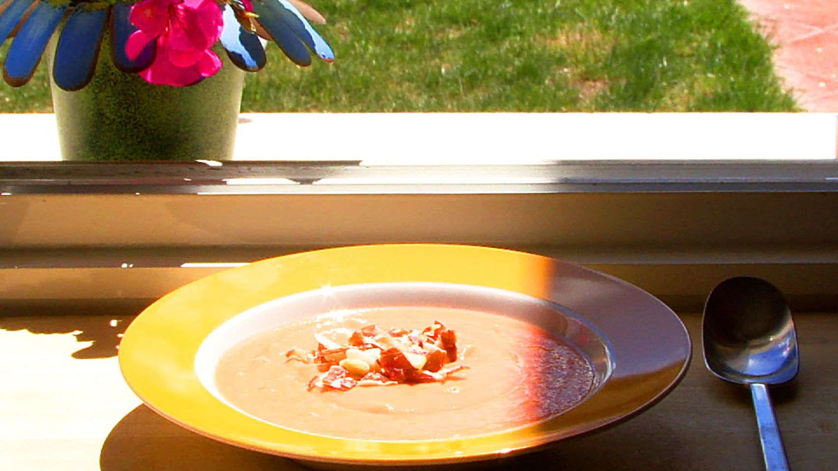 Salmorejo (Spanish Chilled Tomato Soup)