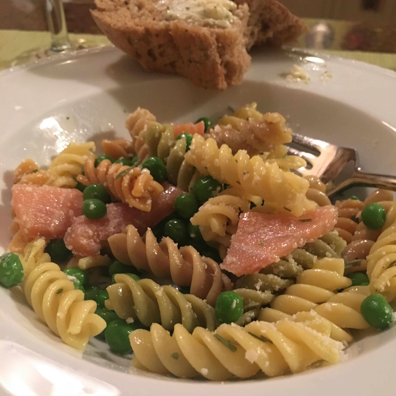 Pasta and Salmon Salad Jeanne