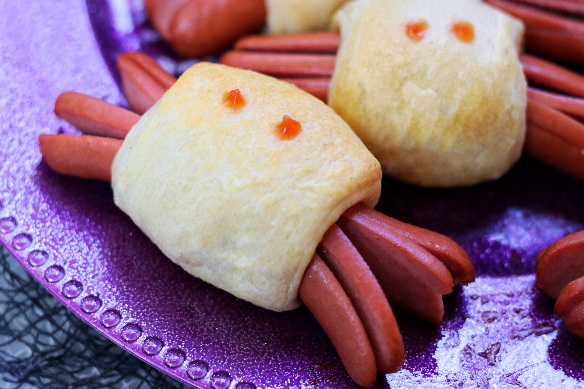 Spooky Spider Halloween Hot Dogs fabeveryday