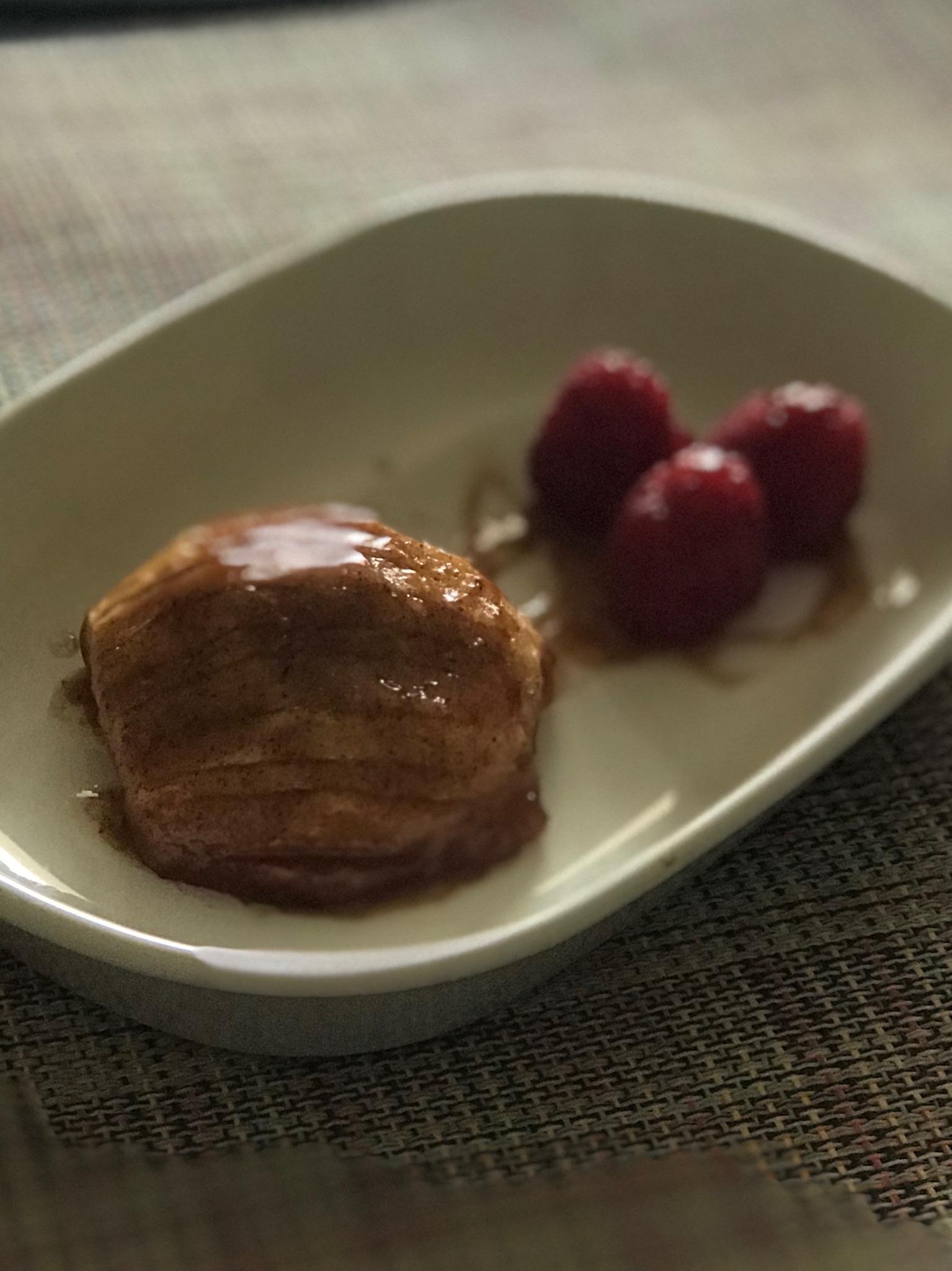 Hasselback Cinnamon-Caramel Baked Apples