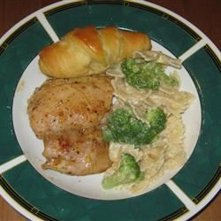 Creamy Bow-Tie Pasta with Chicken and Broccoli eilatansmiles
