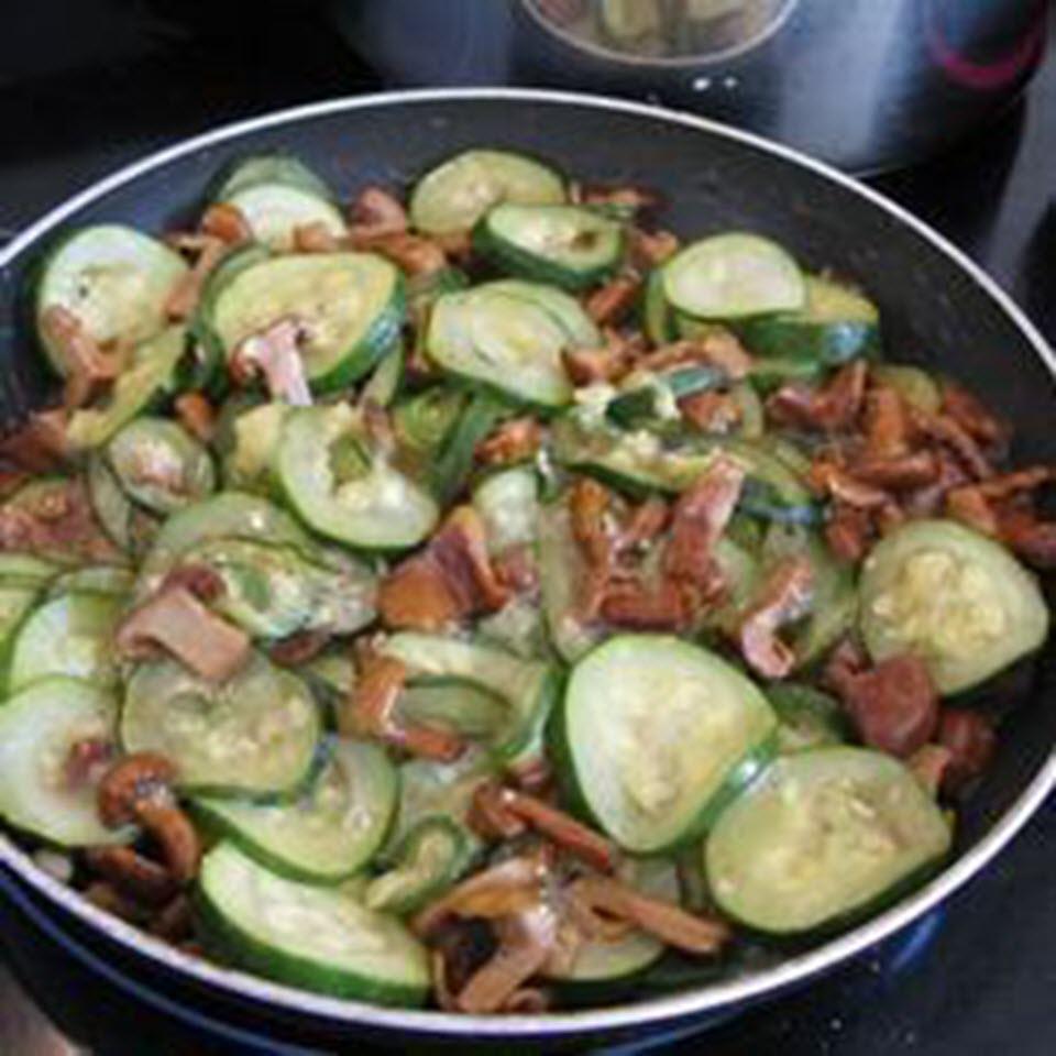 Zucchini with Chanterelle Mushrooms