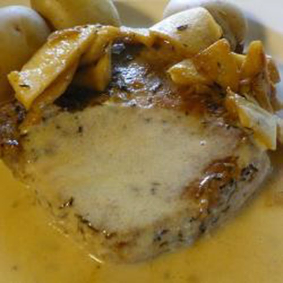 Pork Chops with Apple and Cream Sauce