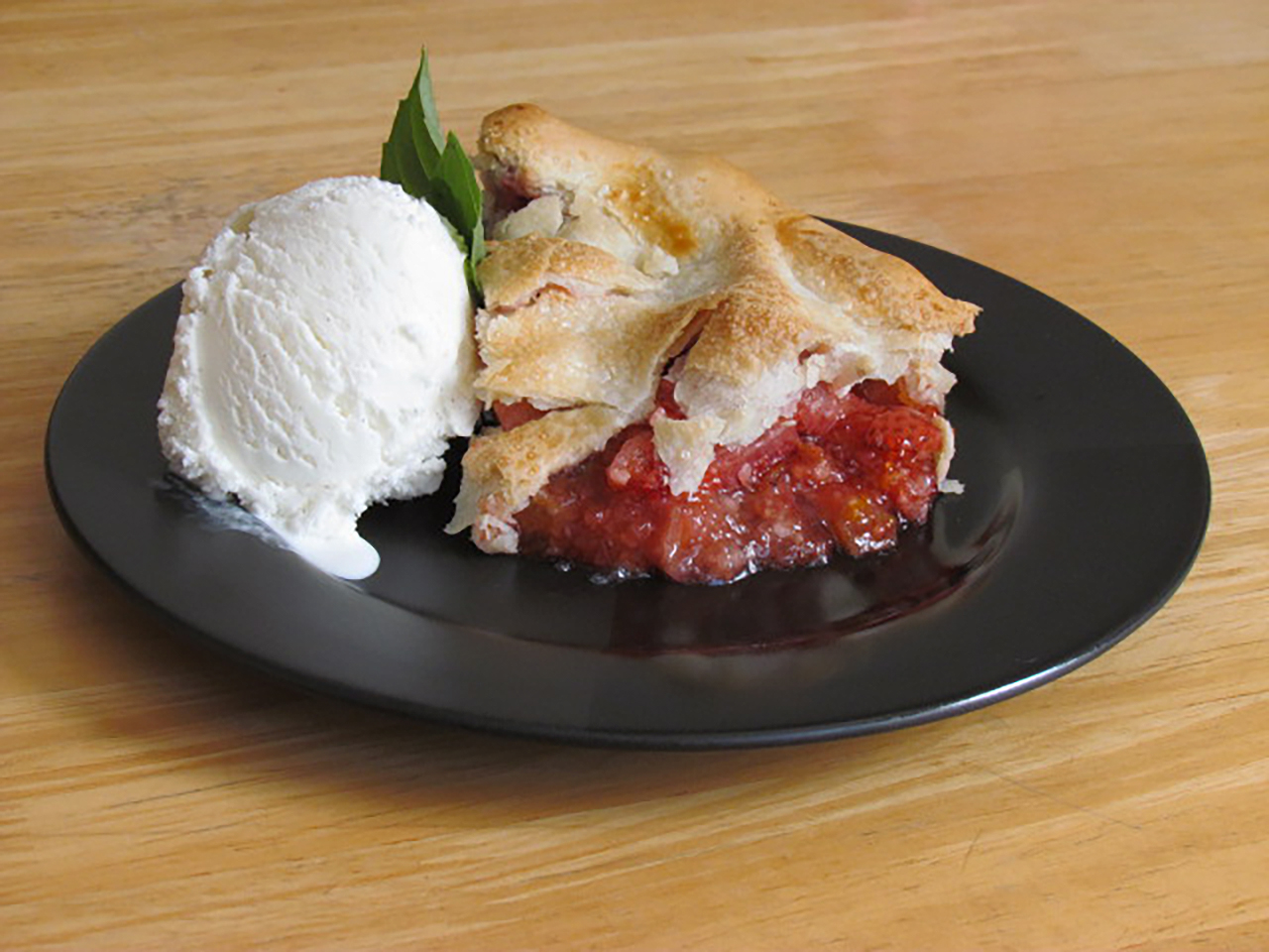 Orange-Kissed Strawberry Rhubarb Pie whodunitrdr