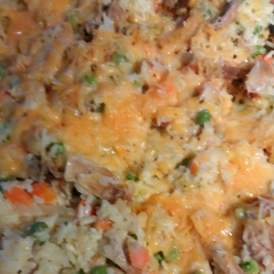 Campbell's® Cheesy Chicken and Rice Casserole Wendi Garland Hengsteler