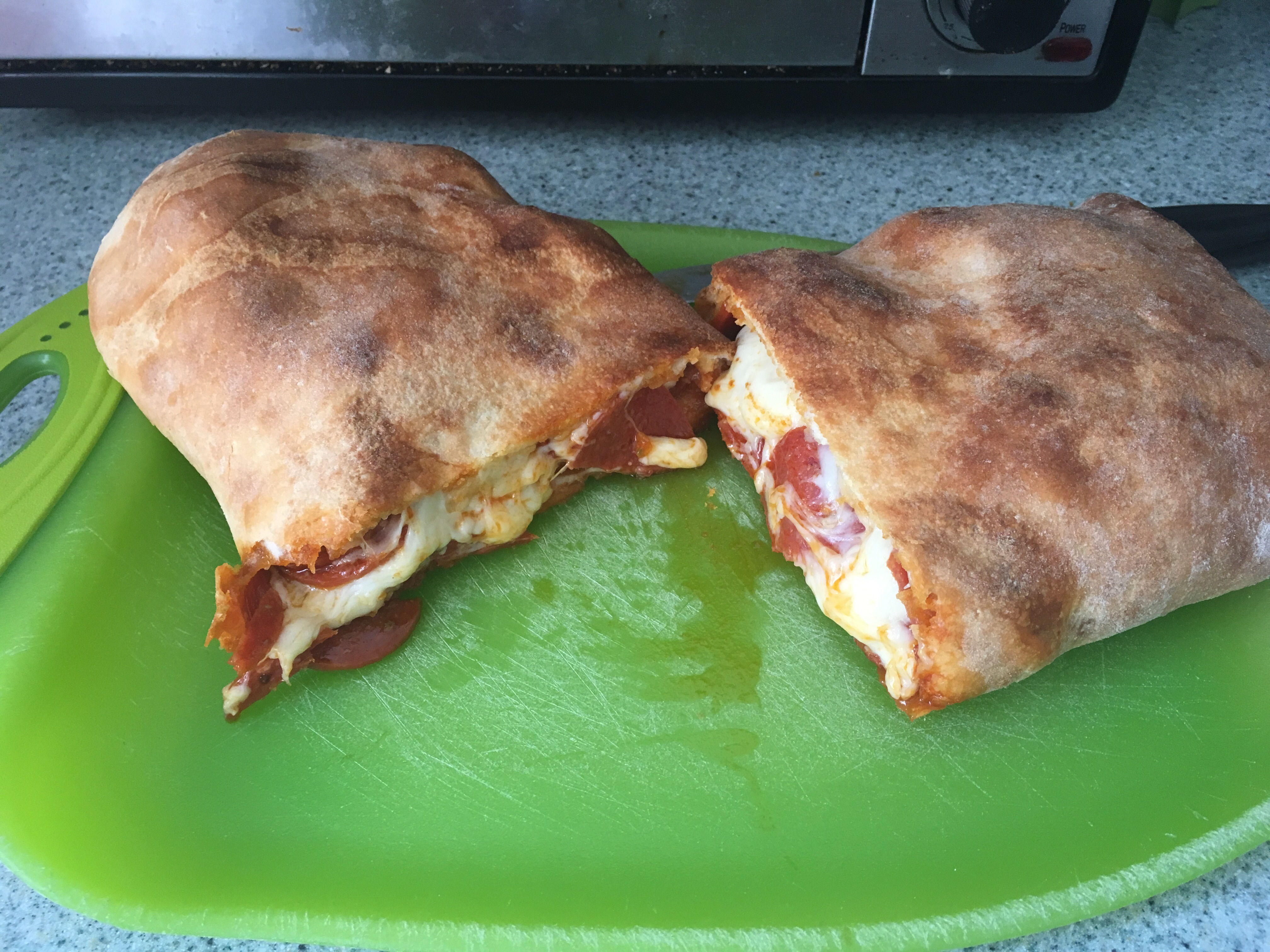 Potluck Pepperoni Bread dacmacant