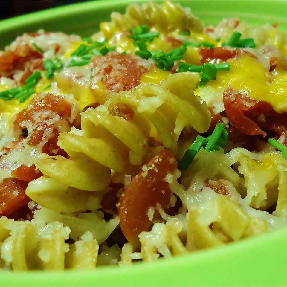 Pasta with Tomato and Bacon hungryallweighs
