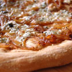Caramelized Onion and Gorgonzola Pizza chibi chef