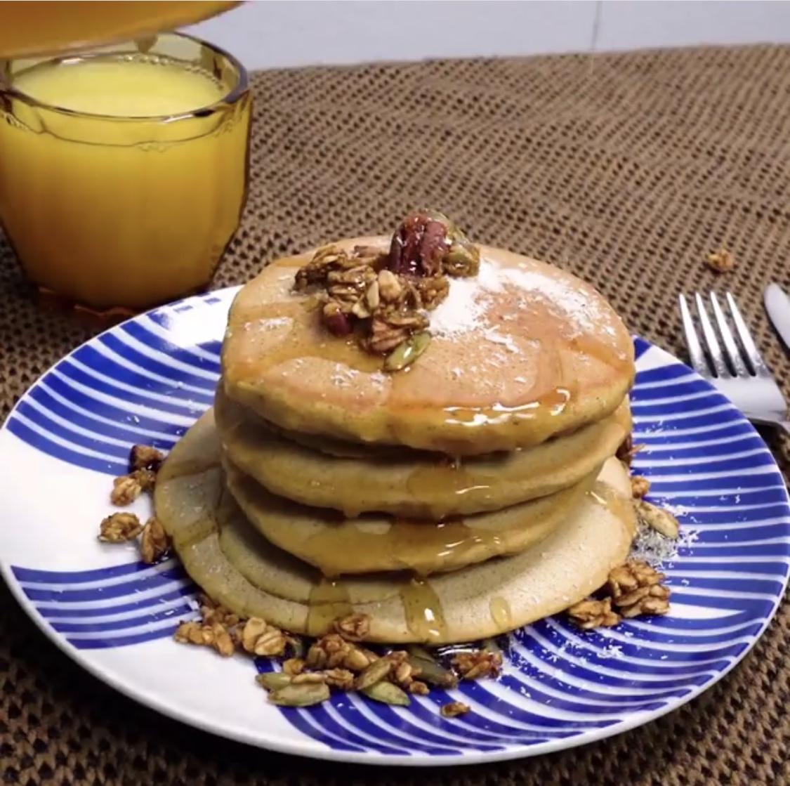 Fluffy Vegan Pumpkin Pancakes