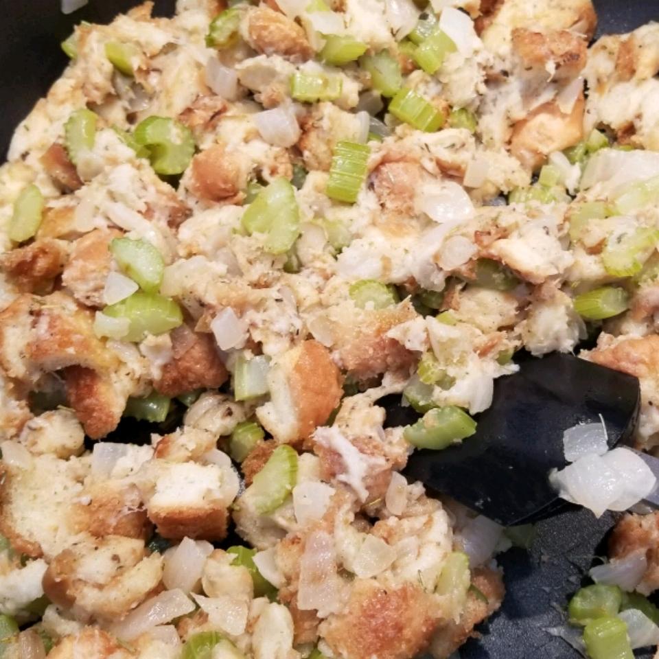 Bread and Celery Stuffing Lori