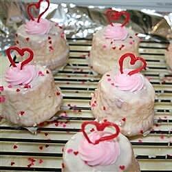 strawberry chocolate mini cupcakes with white chocolate