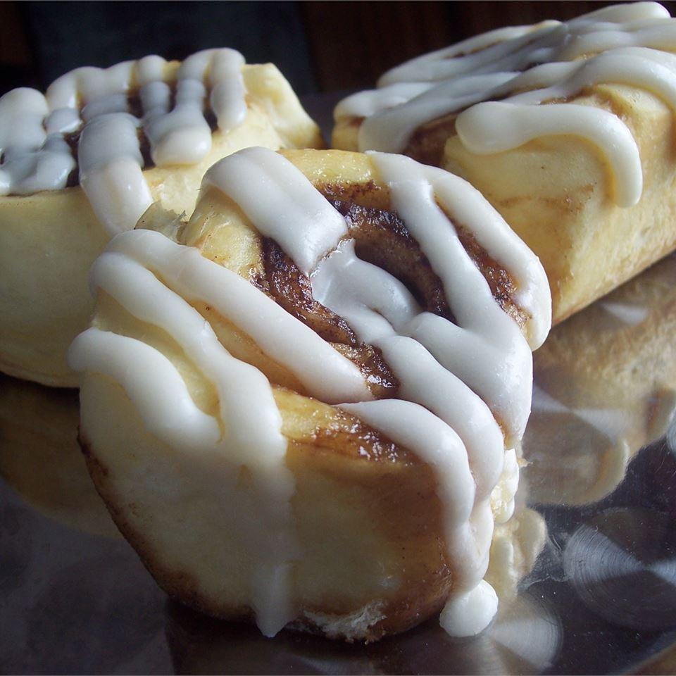 Overnight Cinnamon Rolls I Sarah-May