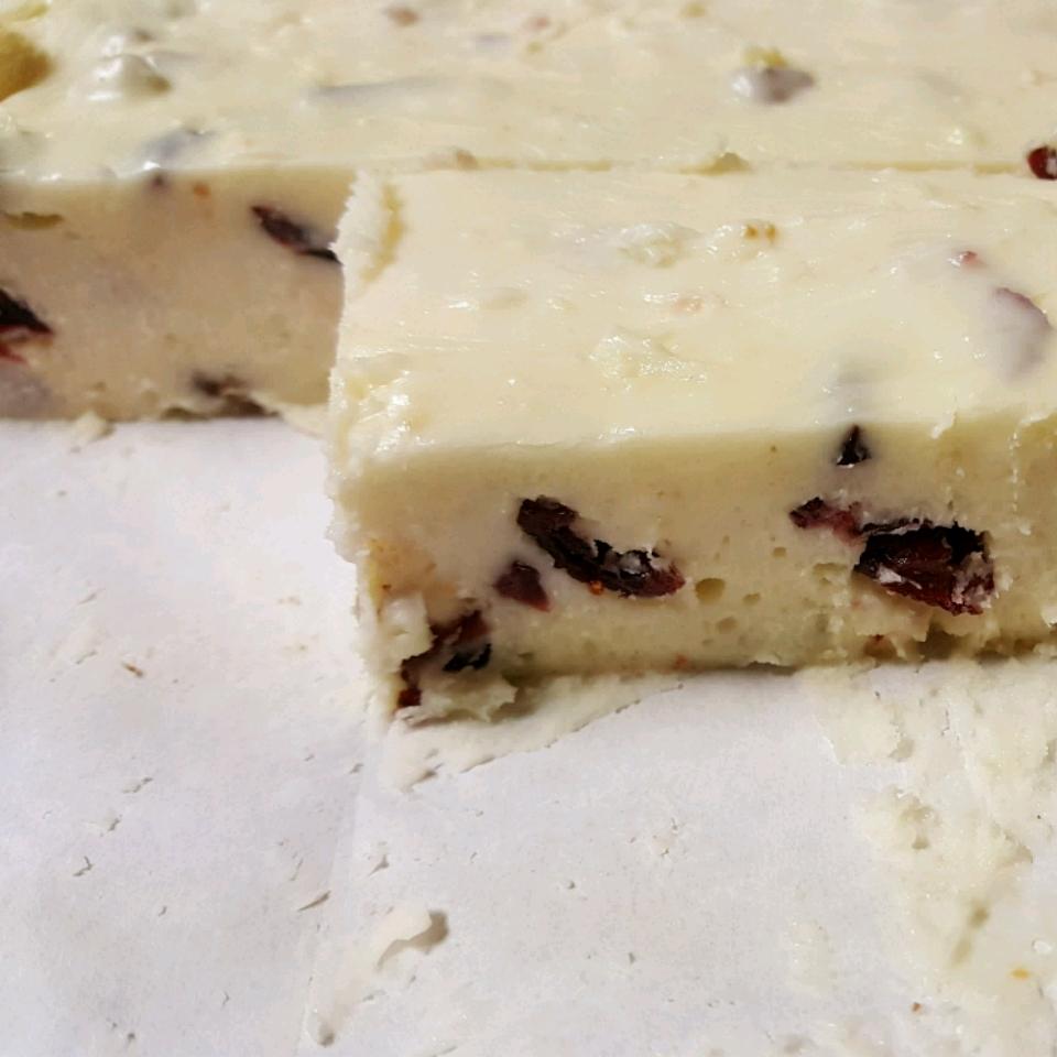 White Chocolate Fudge with Pecans Ed3366