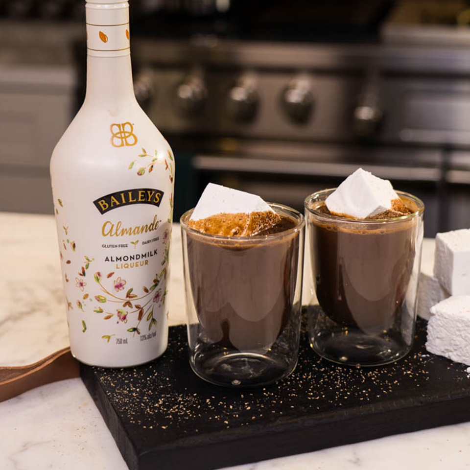 Baileys Almande Hot Cocoa (Dairy Free) With Nutmeg
