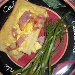Eggs Benedict Breakfast Pizza LYNDERAE