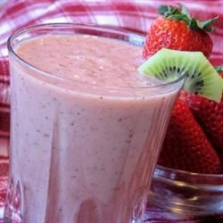 Kiwi Strawberry Smoothie mominml