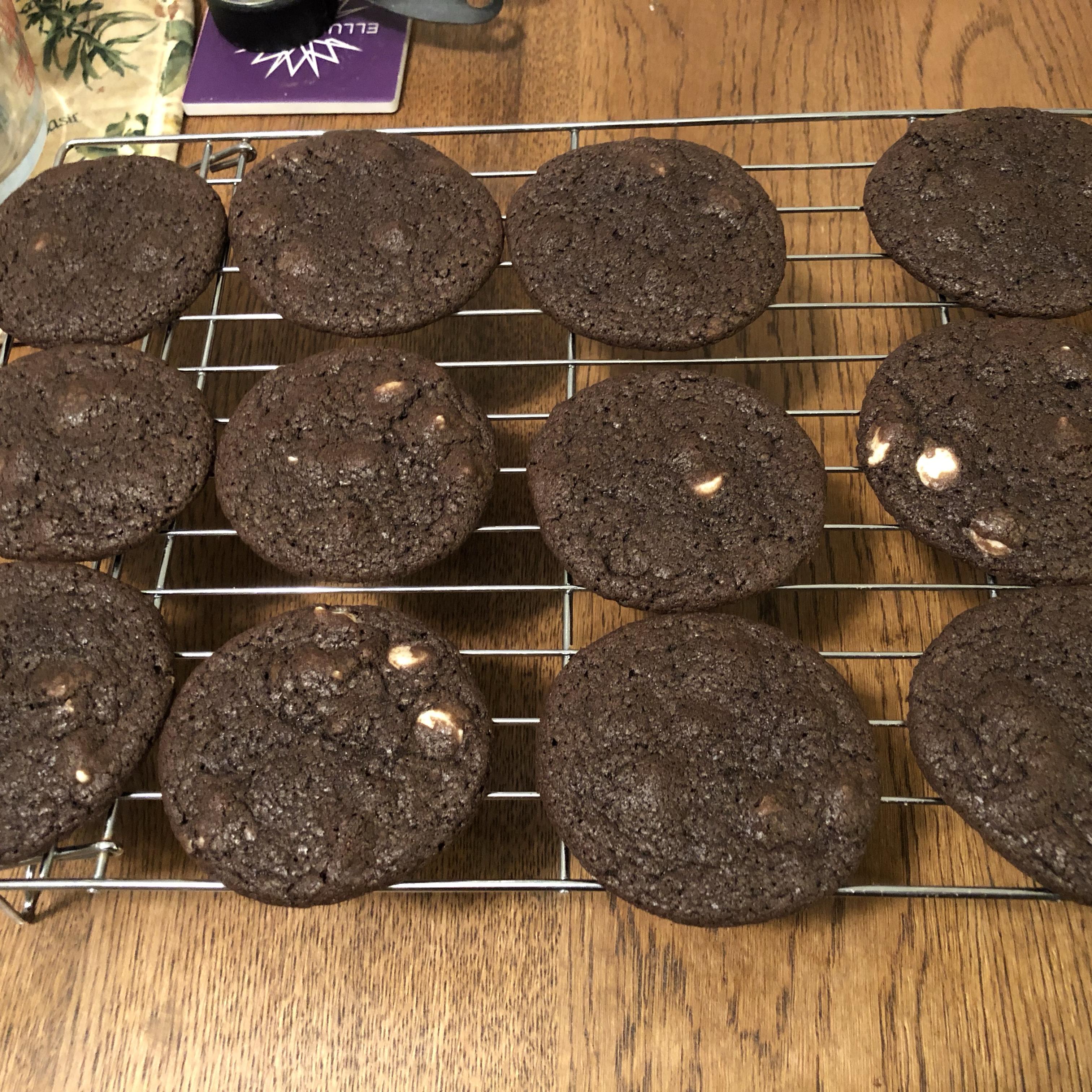 Soft Chocolate Cookies emcque
