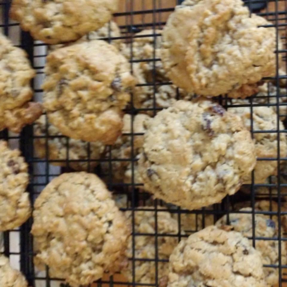 Beth's Spicy Oatmeal Raisin Cookies Theresa Nelson