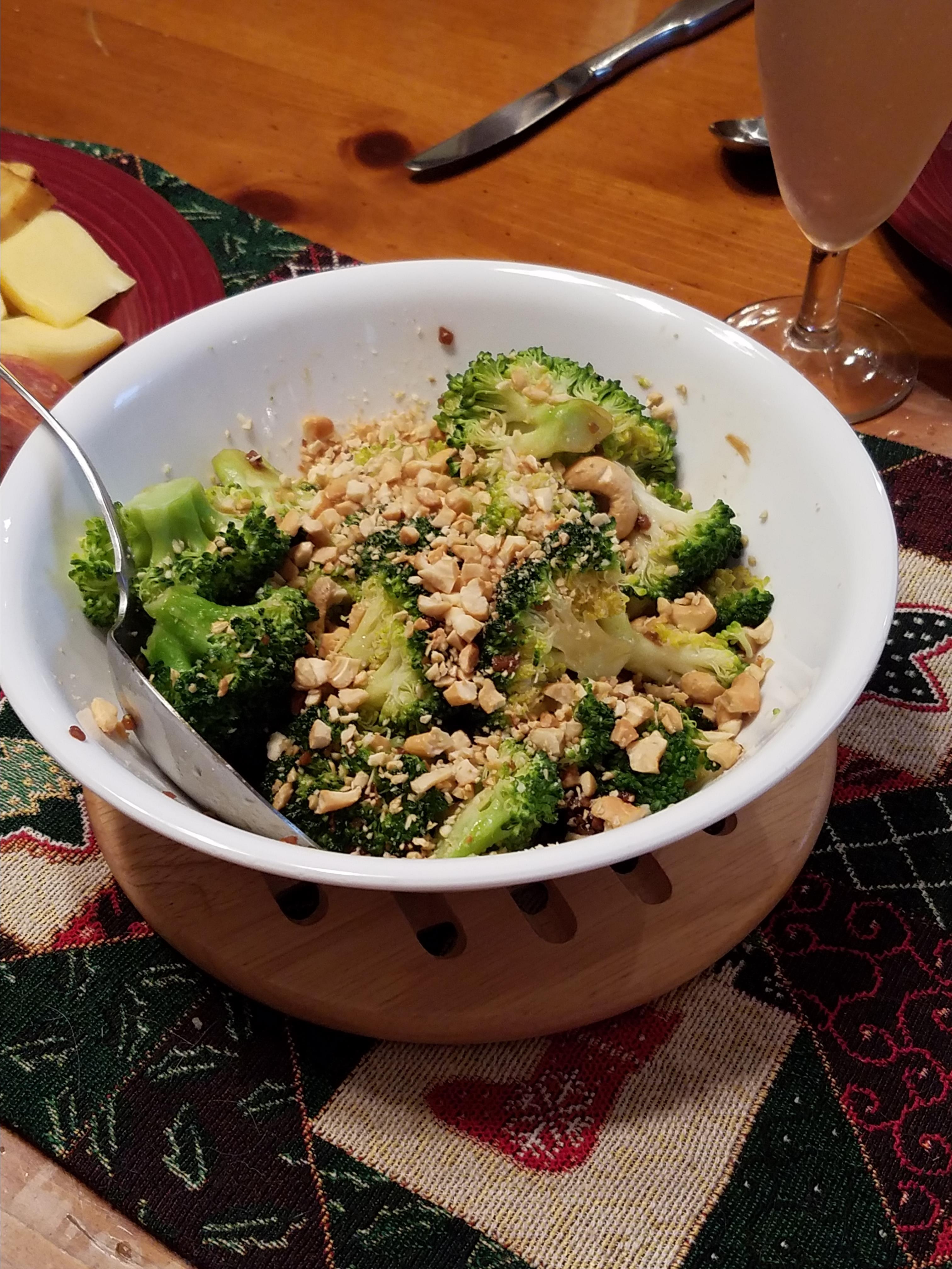Broccoli with Garlic Butter and Cashews Chanel
