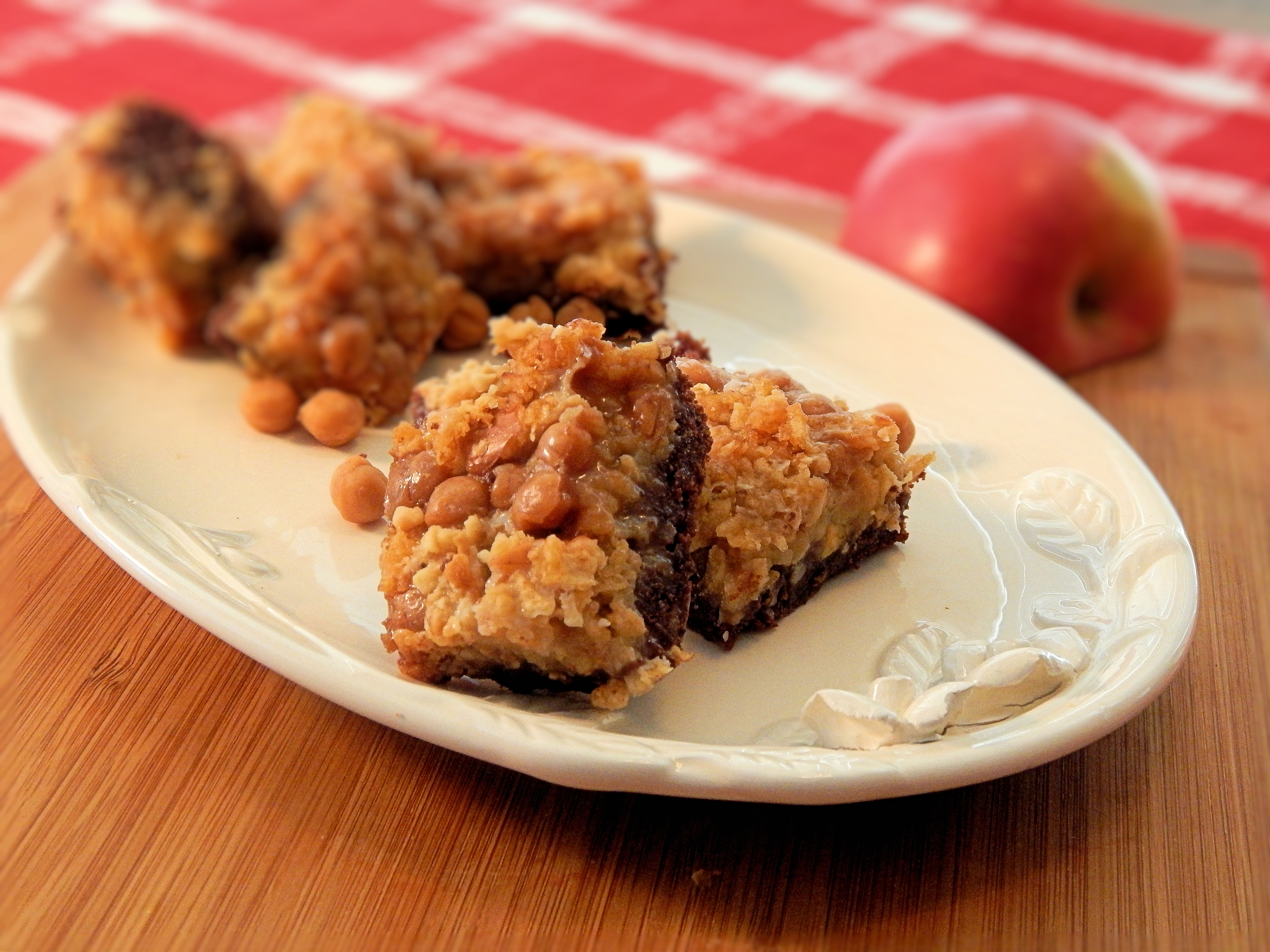 Salted Cashew and Caramel Apple Magic Cookie Bars