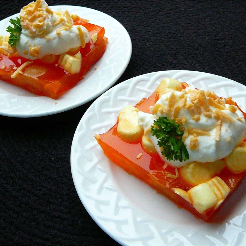 Apricot-Orange Gelatin Salad v  monte