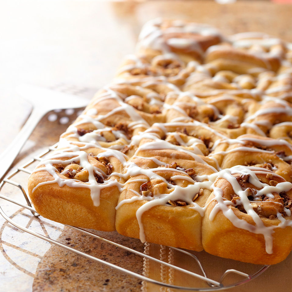 You don't have to make a special trip to the bakery when you can whip up a batch of these heavenly cinnamon streusel rolls at home. Source: Diabetic Living Magazine