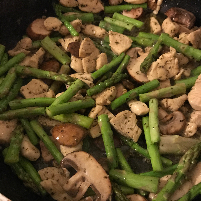Chicken, Asparagus, and Mushroom Skillet Danita Reed