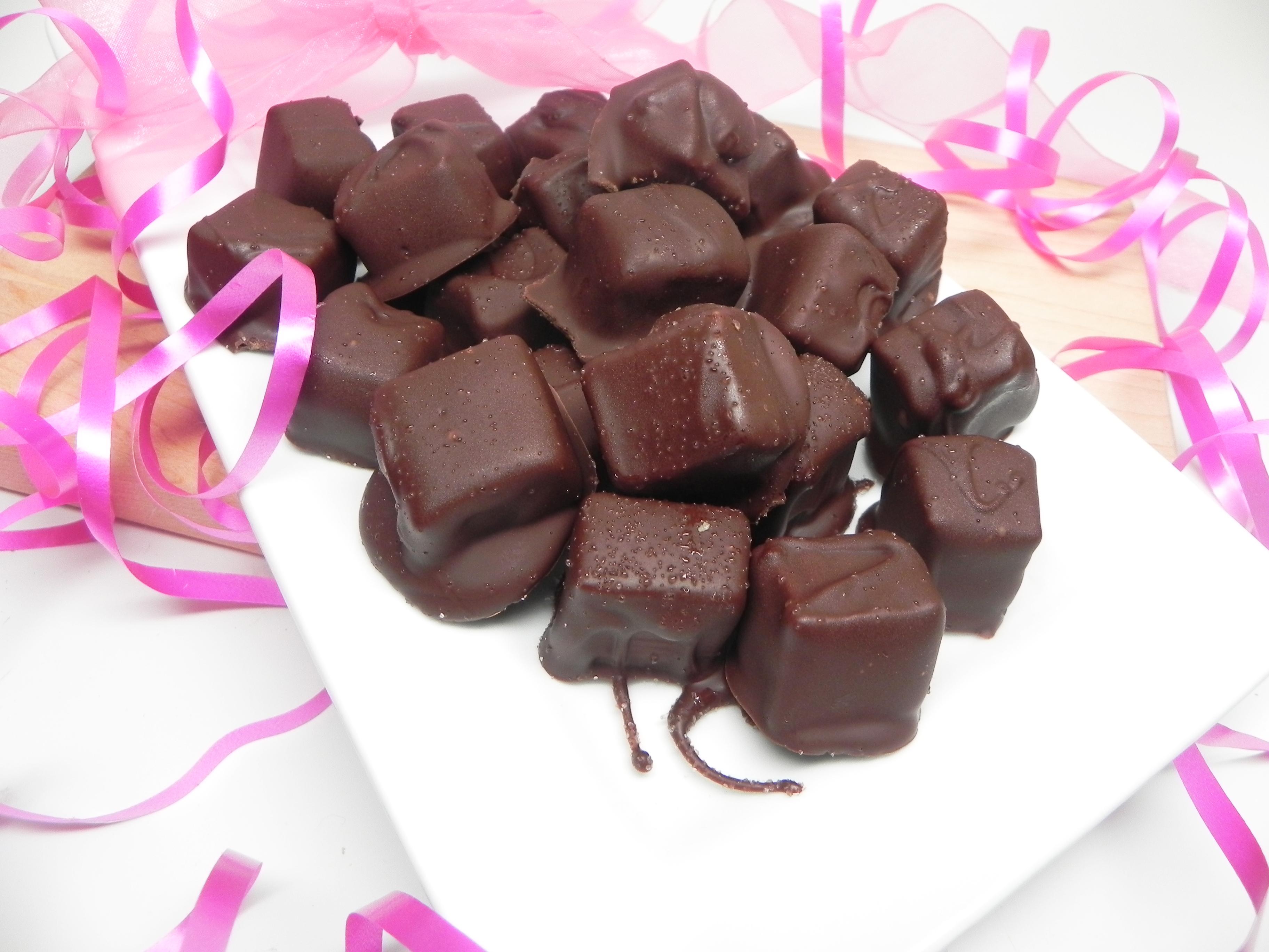 Homemade Caramels with Dark Chocolate and Sea Salt