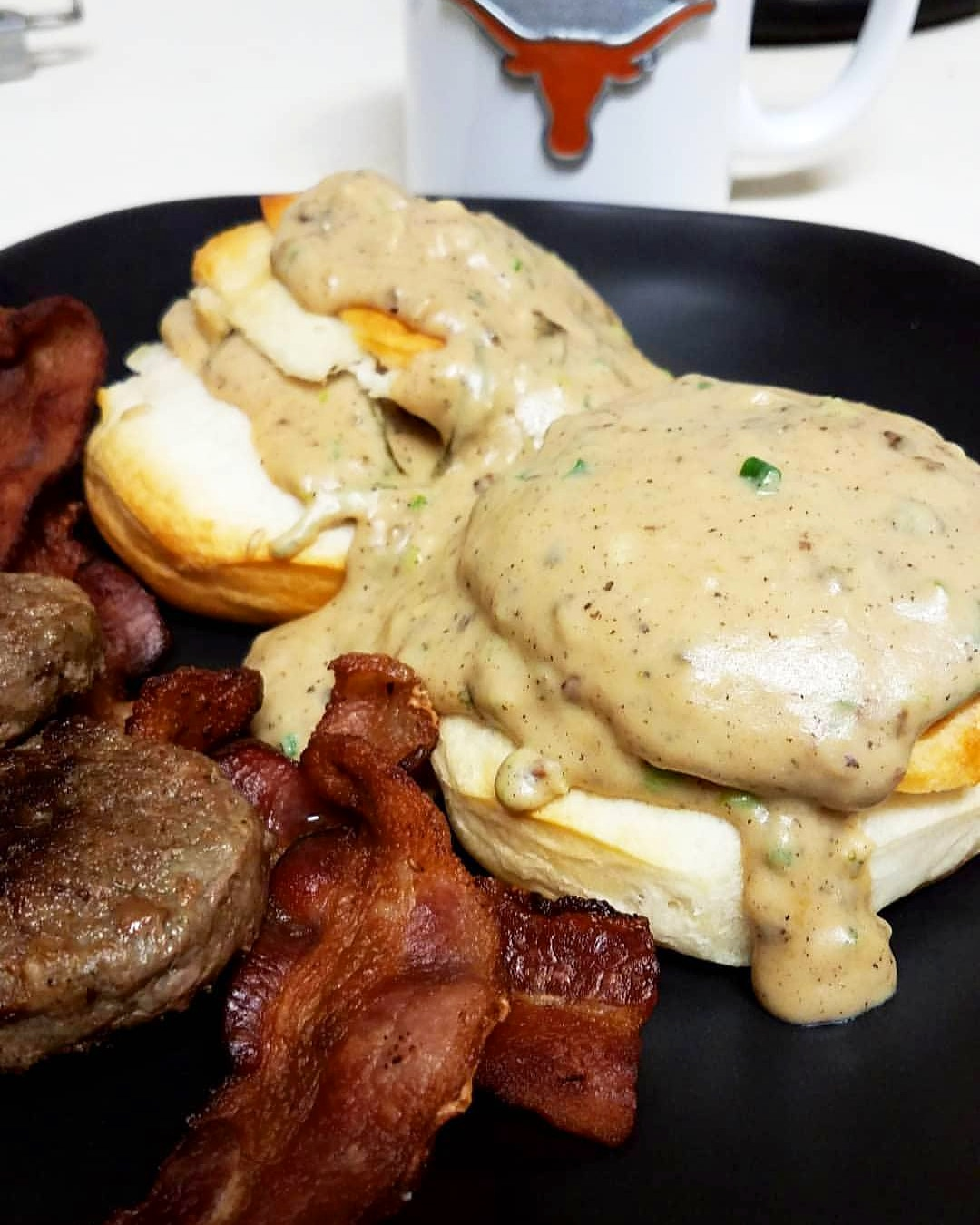 Bacon Gravy for Biscuits Da'v Emelio Castañuela