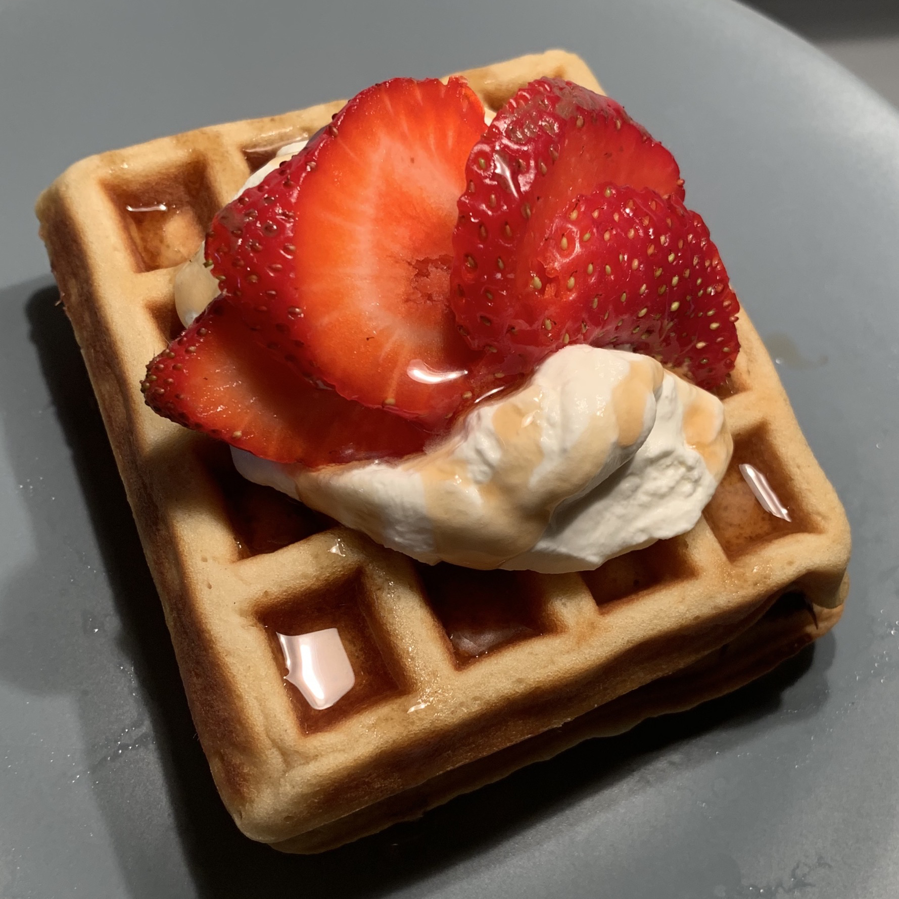 Tender and Easy Buttermilk Waffles Bacon&Cake