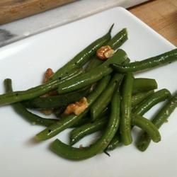 Lemony Green Beans with Walnuts and Thyme JasLak