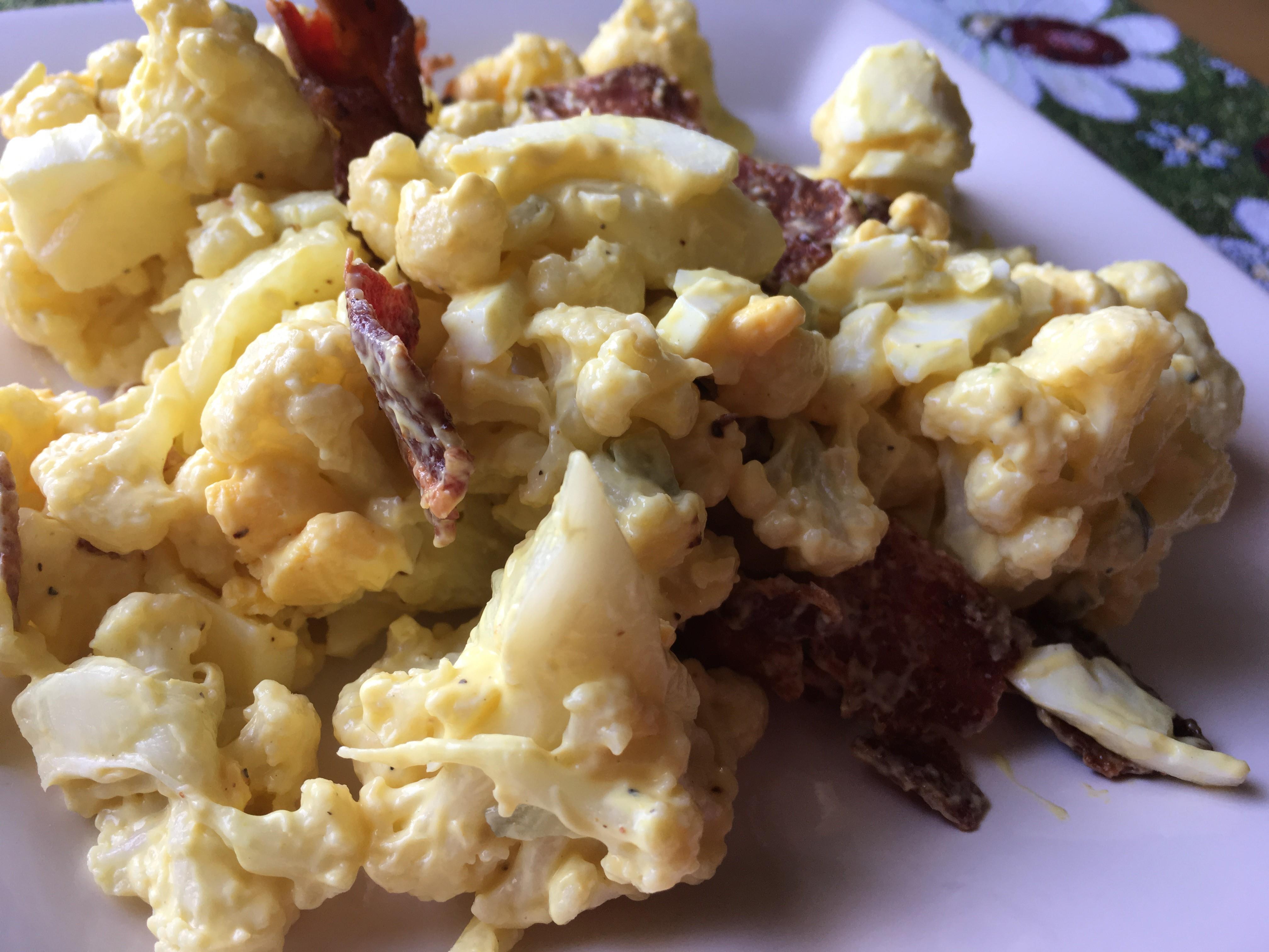 Keto Cauliflower, Eggs, and Bacon Salad virgi