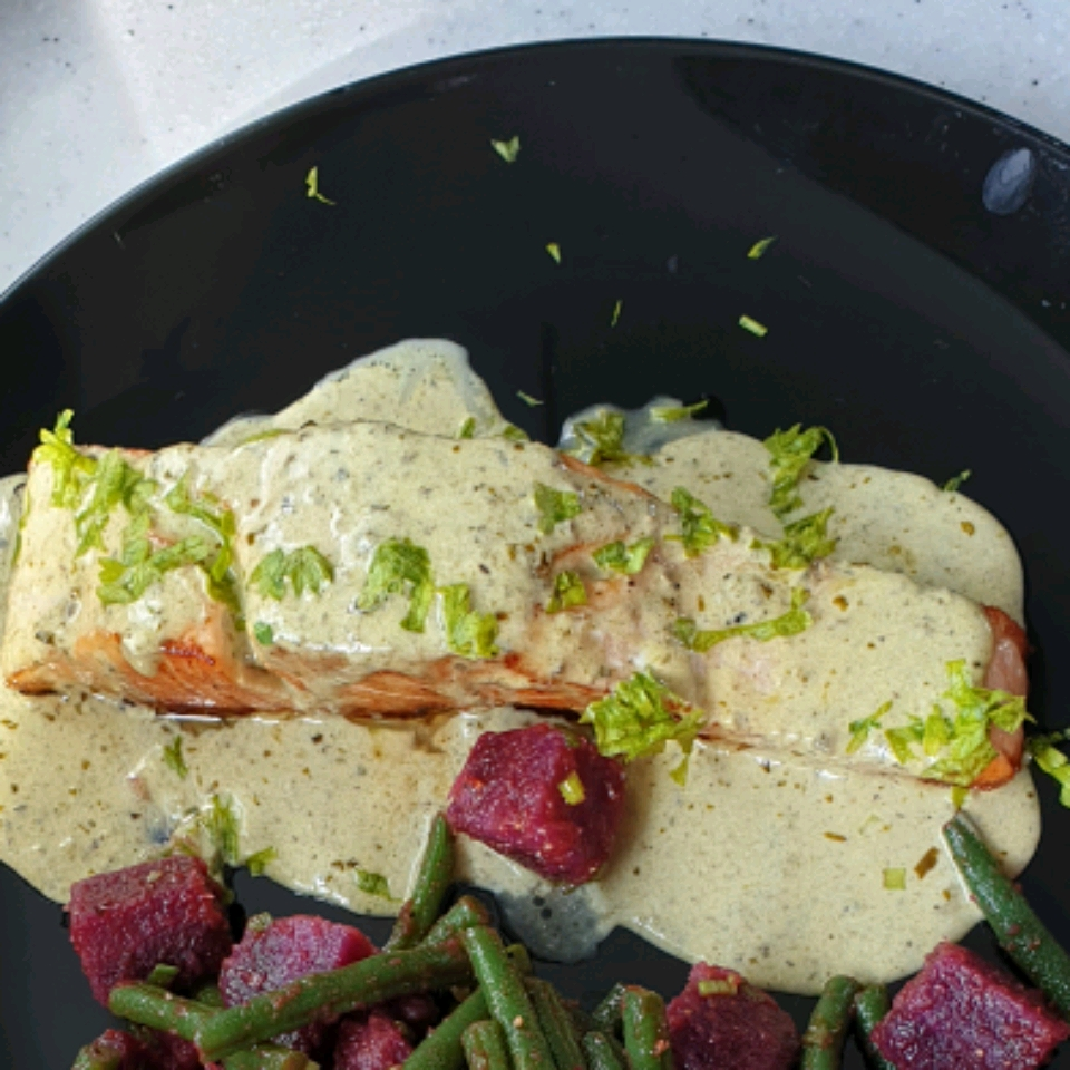 Grilled Salmon with Creamy Pesto Sauce Rio