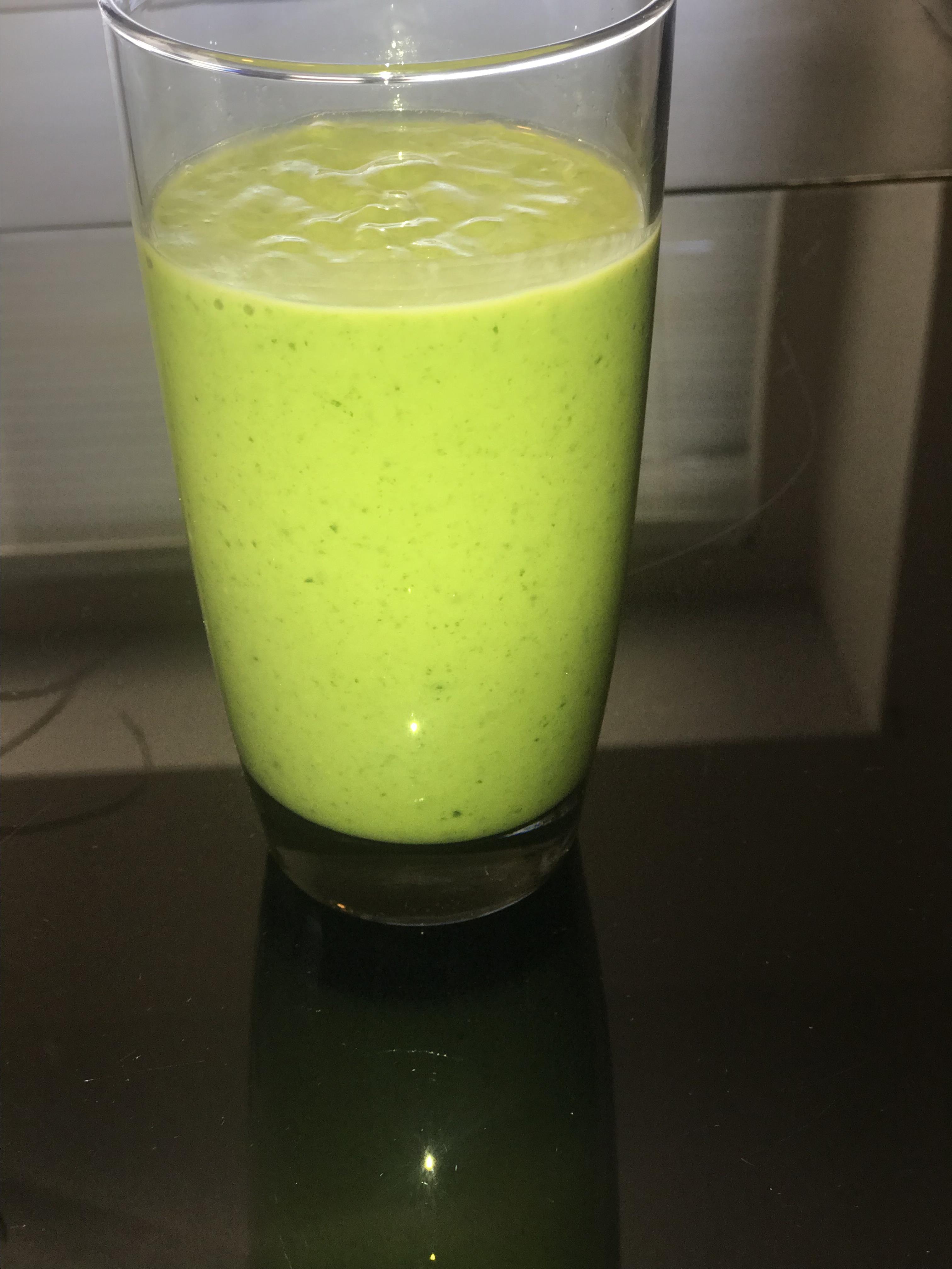 Banana, Avocado, and Spinach Smoothie