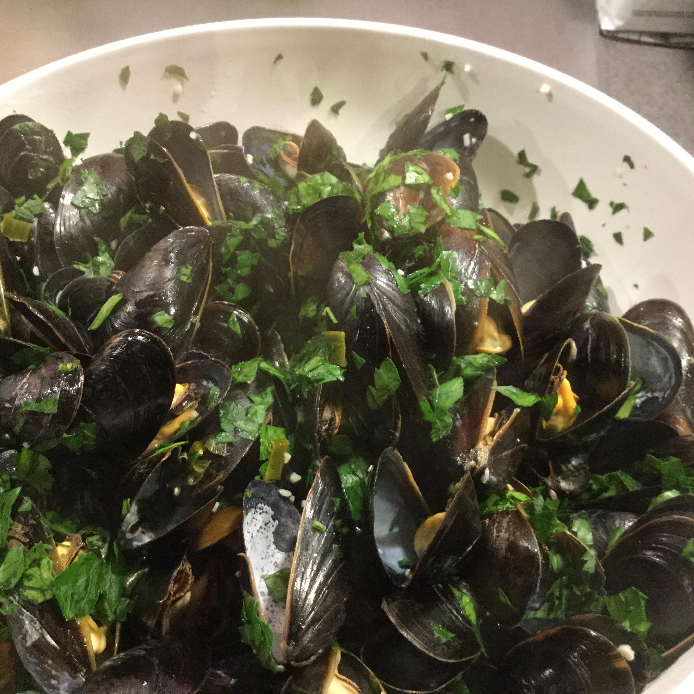 Steamed Mussels II SNadeau