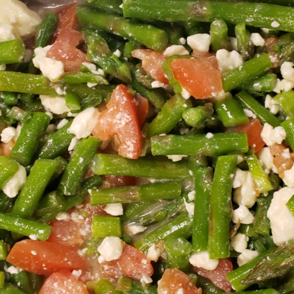 Fresh Asparagus, Tomato, and Feta Salad