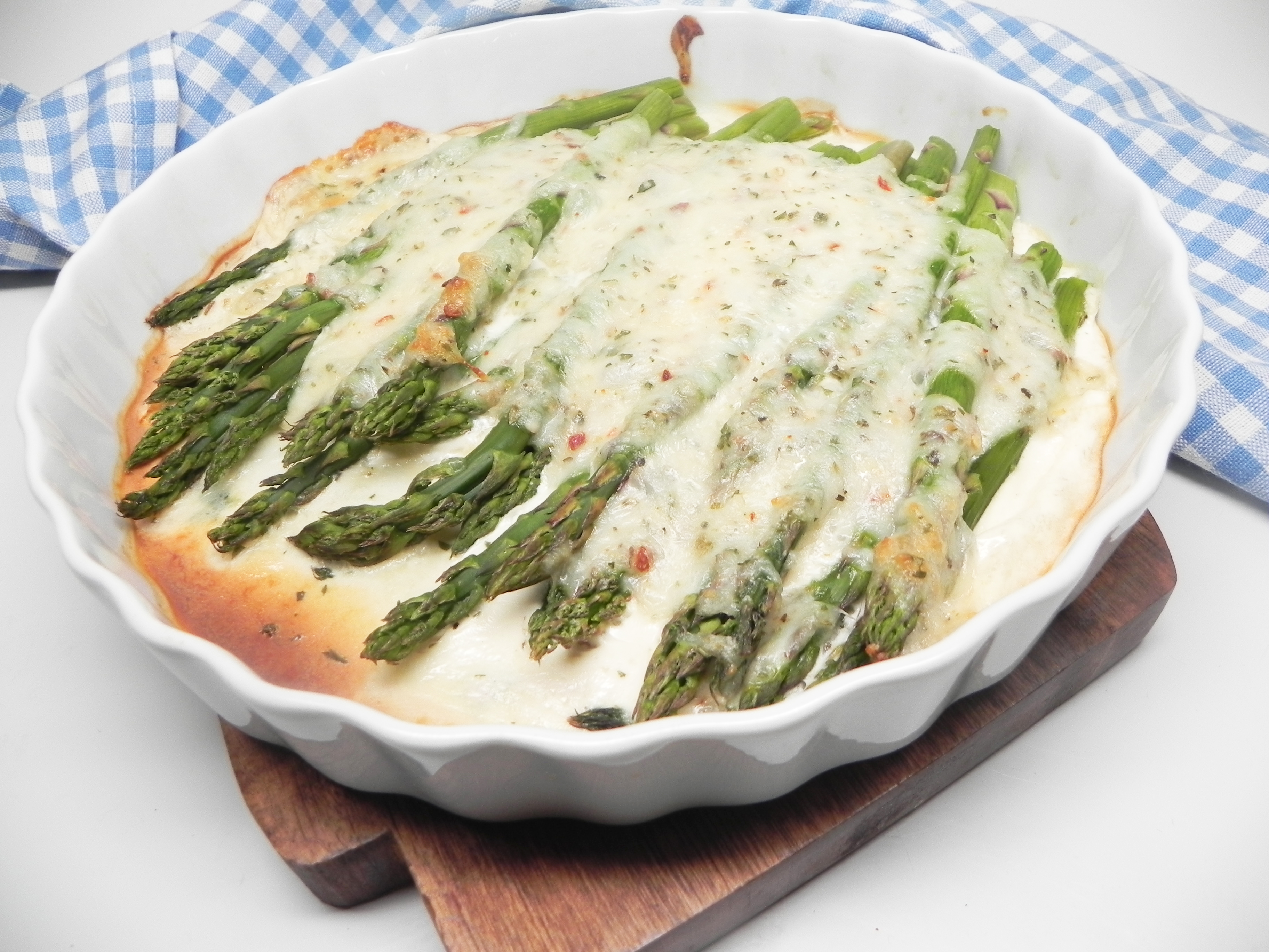 Baked Asparagus with Cheese Sauce