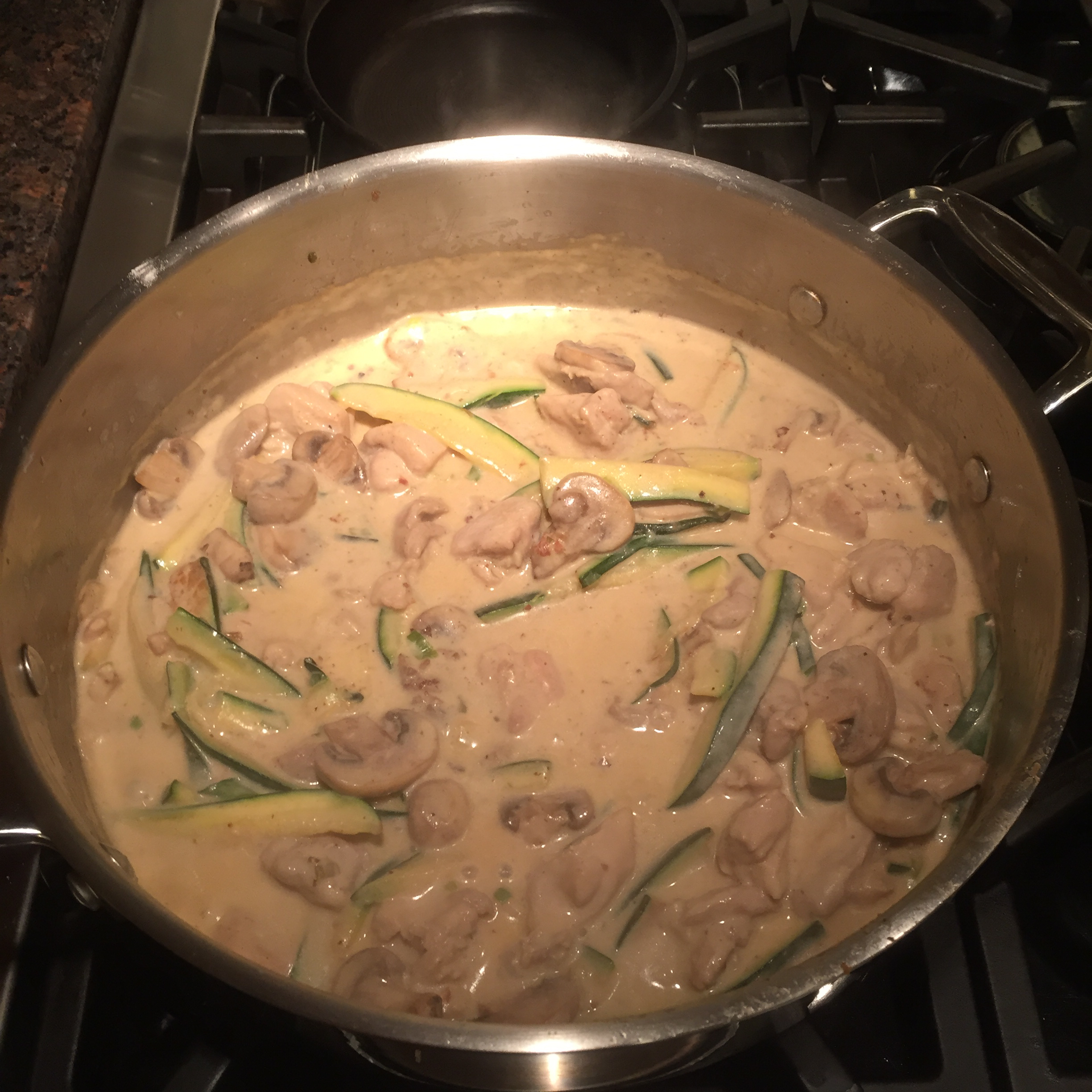 Easy Chicken with Mushrooms and Zucchini in Cream Sauce Isy
