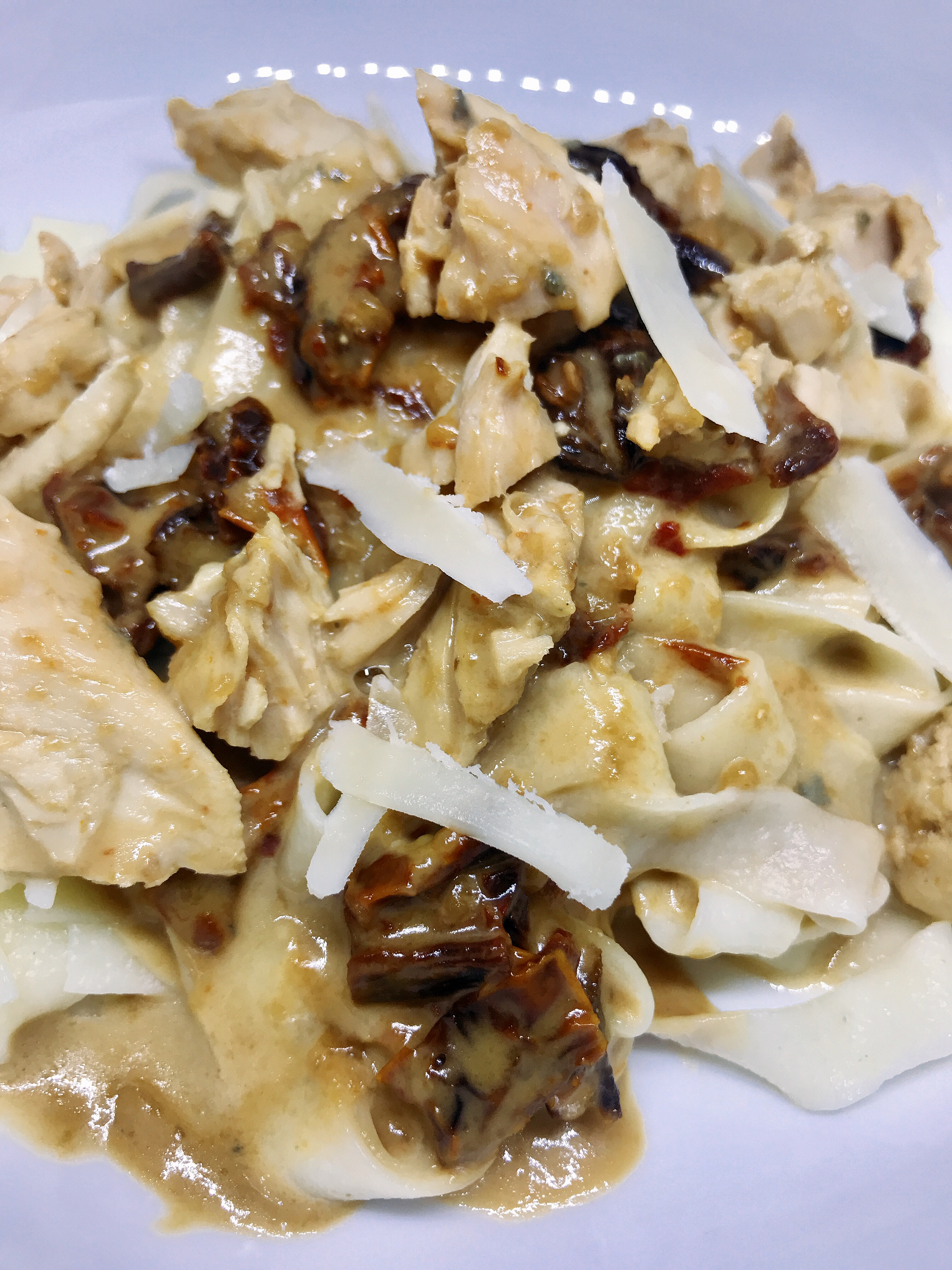 Pasta with Chicken and Sun-Dried Tomatoes in Gorgonzola Sauce