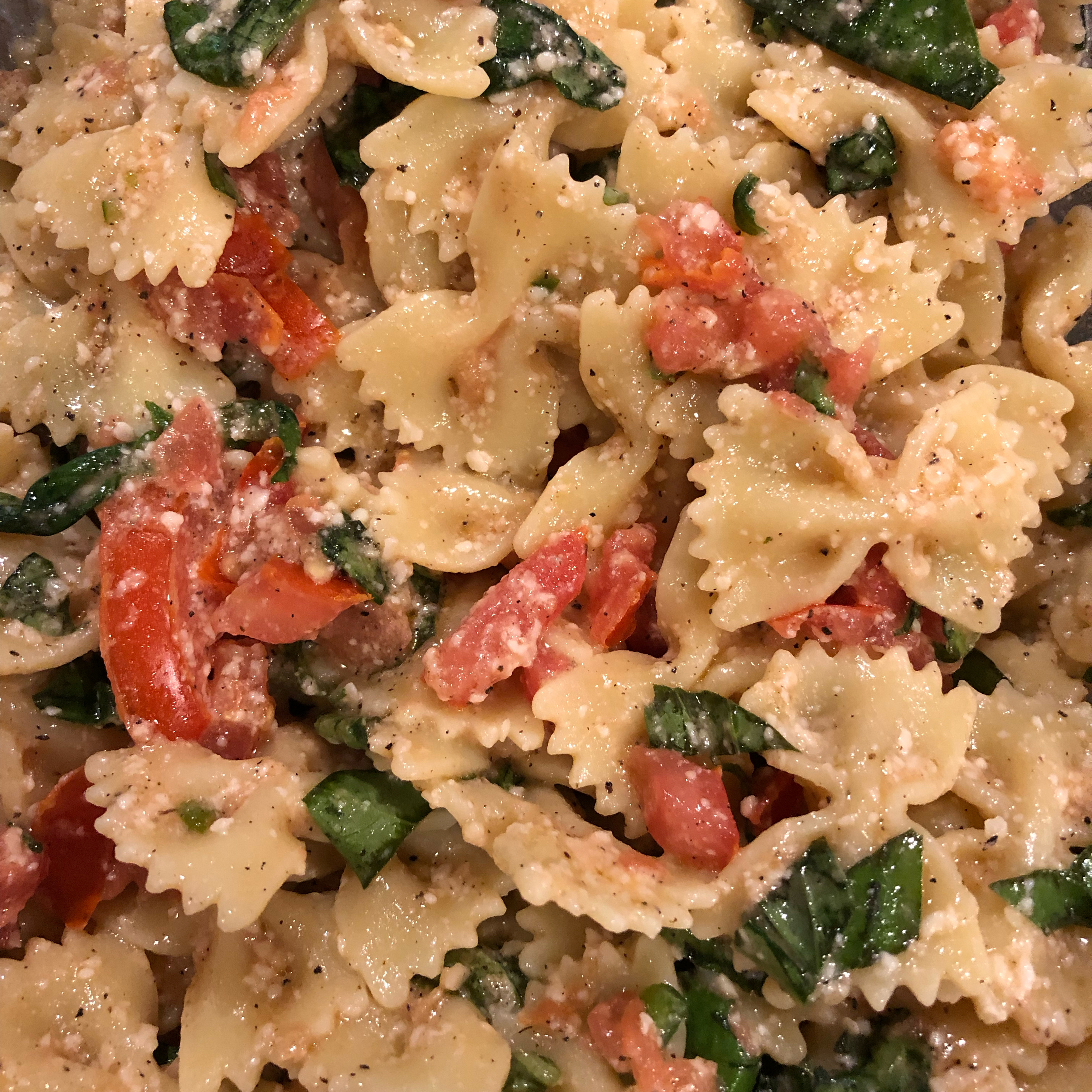 Easy Olive Oil, Tomato, and Basil Pasta Ava Harrison