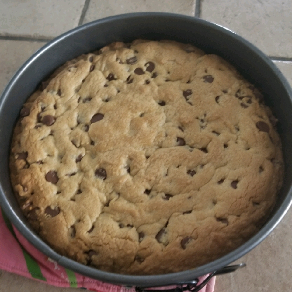 Giant Chocolate Chip Cookie Cake Donna
