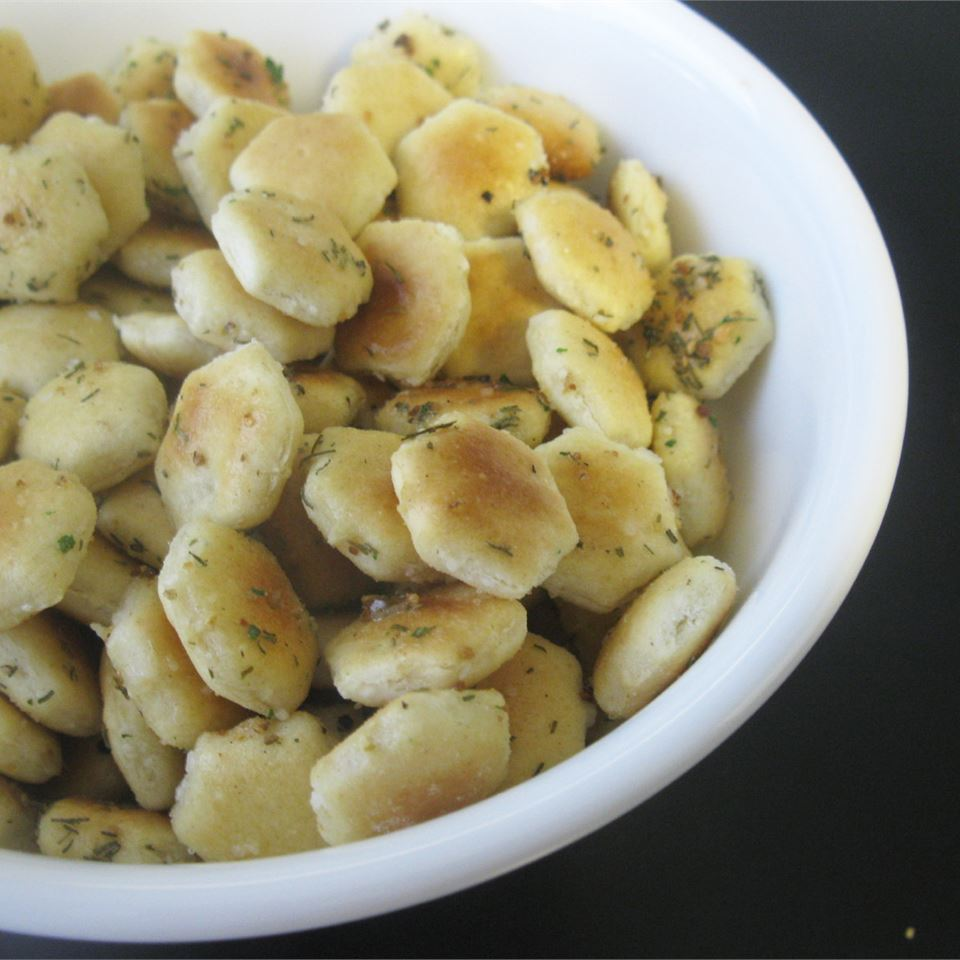 Seasoned Oyster Crackers mommyluvs2cook