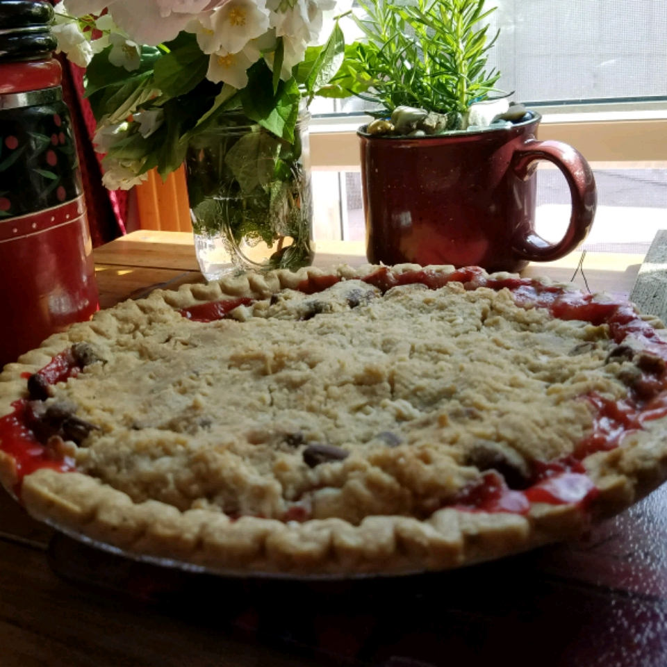Crumb-Topped Strawberry Rhubarb Pie