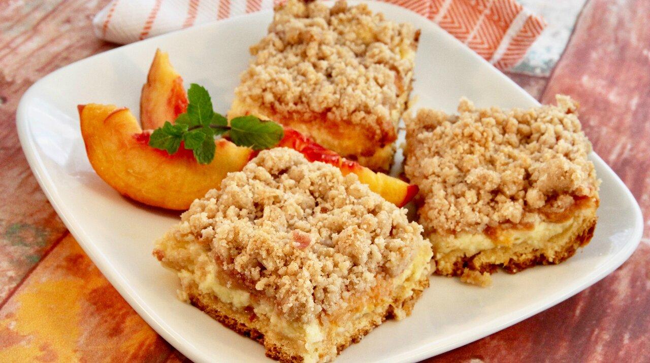 Peach Cobbler Cheesecake Bars
